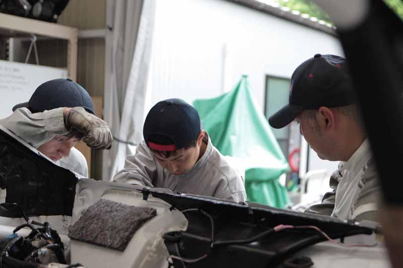 toyota-handedly-skills-training-part-of-gazoo-racing-the-vitz-grmn-turbo-in-the-all-japan-rally-input20150714-2