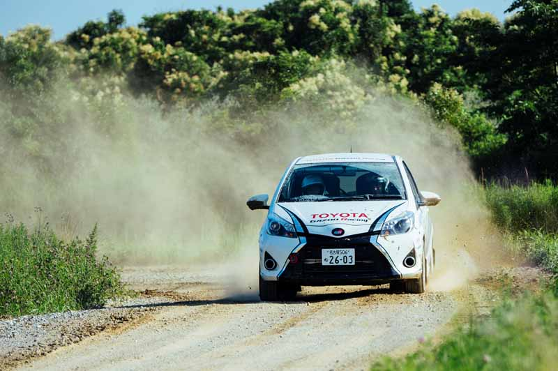 toyota-handedly-skills-training-part-of-gazoo-racing-the-vitz-grmn-turbo-in-the-all-japan-rally-input20150714-3