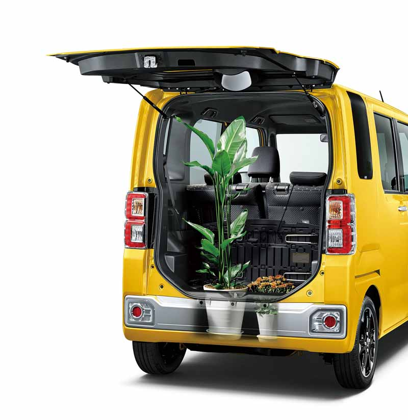 toyota-introduces-new-mini-passenger-car-pyxis-mega20150703-9-min