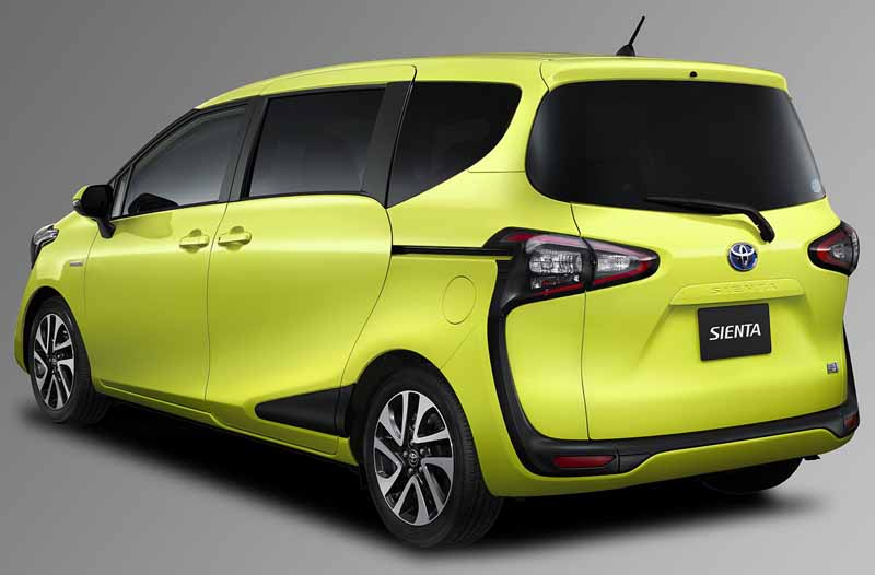 toyota-introduces-new-sienta20150710-6-min