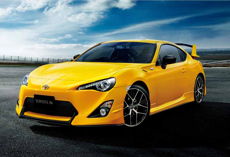 toyota-limited-released-a-special-specification-car-of-yellow-color-to-86-20150713-13-min