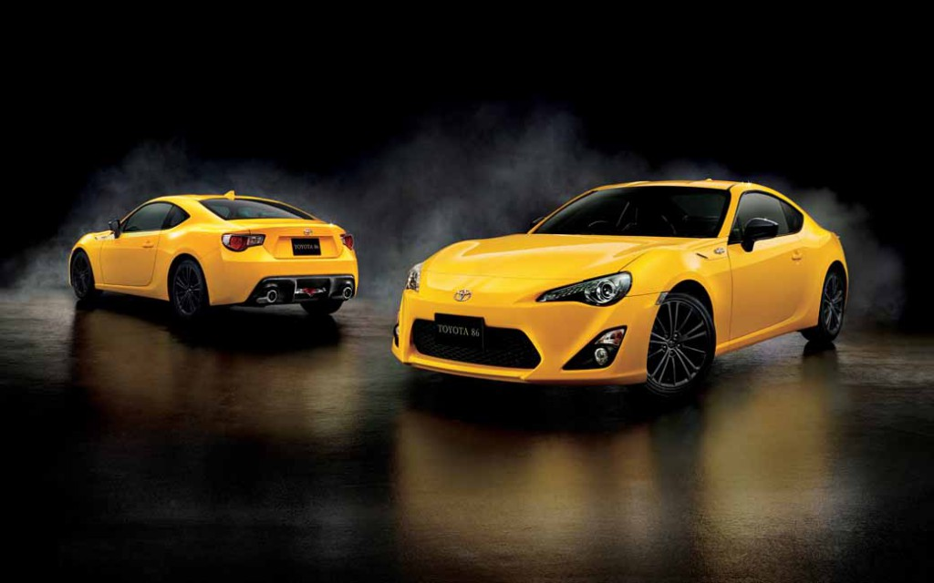 toyota-limited-released-a-special-specification-car-of-yellow-color-to-86-20150713-7-min