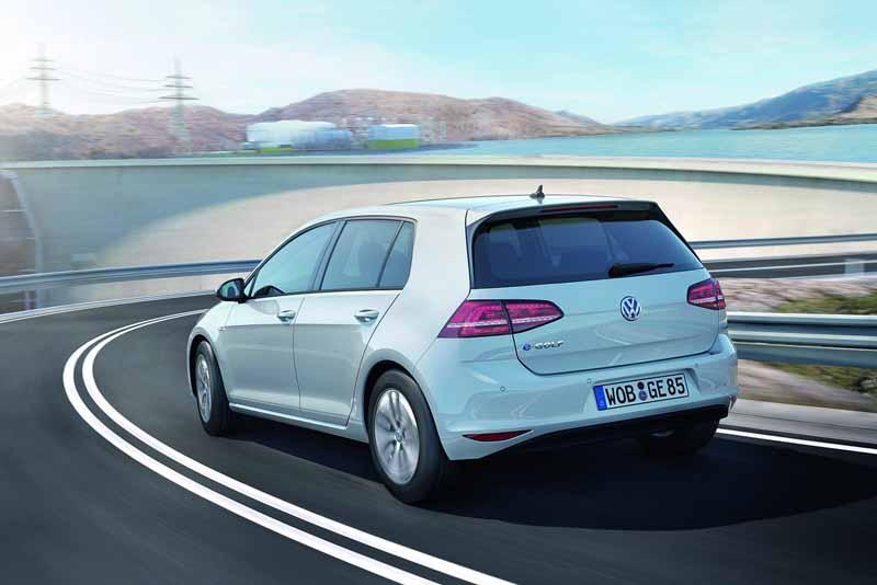 vgj-japanese-sales-of-electric-car-e-golf-e-golf-is-postponed20150728-6