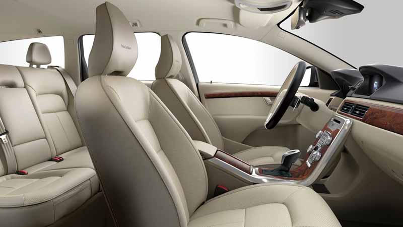 volvo-v70-classic-xc70-classic-launch-of-the-estate-model20150712-8-min