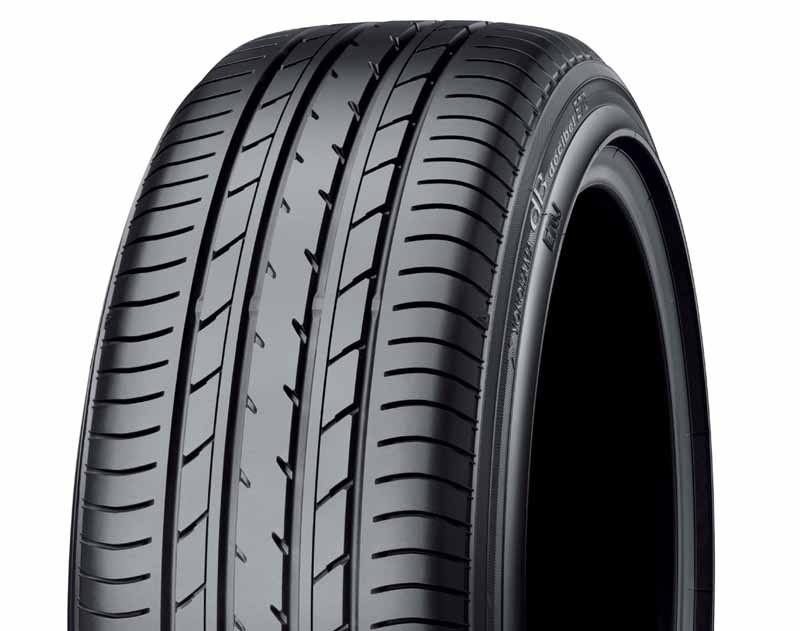 yokohama-tires-are-new-cars-attached-to-toyota-new-sienta20150713-1