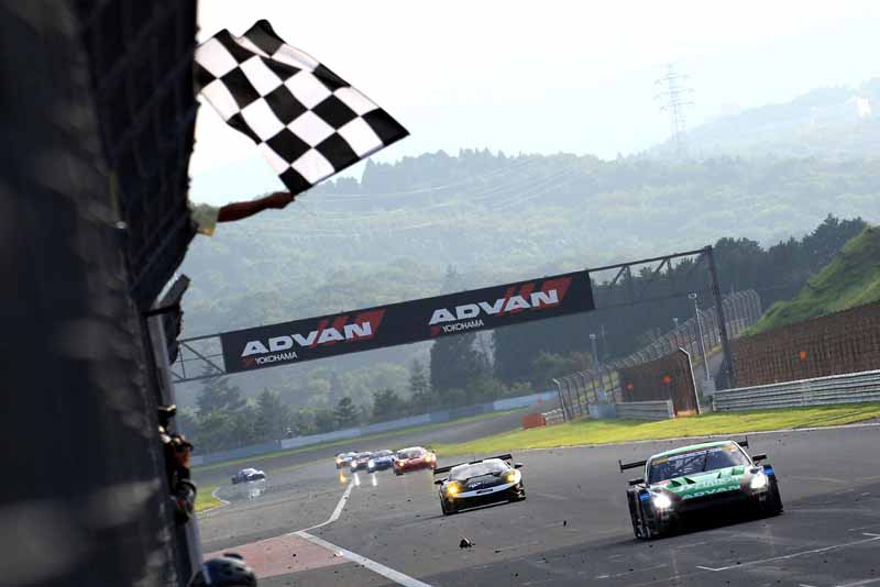advan-racing-tires-car-won-the-super-gt-gt500-class20150813-1