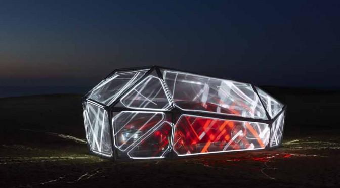 アウディ、鳥取砂丘に新型Audi TTを模した近未来型モニュメントを限定展示