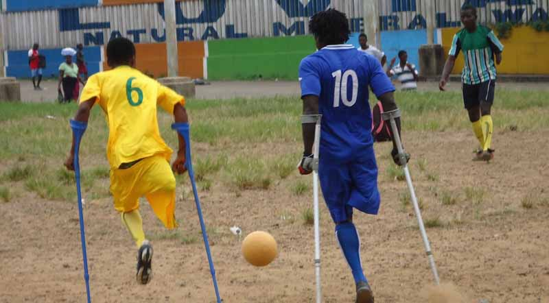 chevrolet-in-social-contribution-activities-through-soccer-donated-the-ball-2-million-pieces-that-do-not-collapse20150810-3
