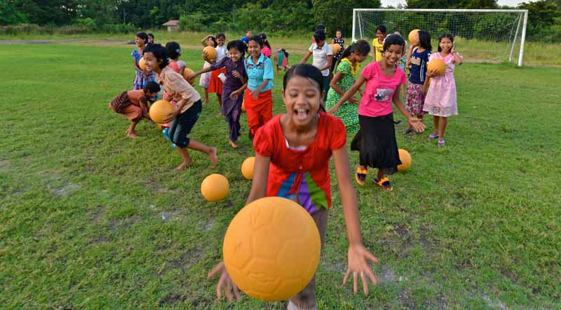 chevrolet-in-social-contribution-activities-through-soccer-donated-the-ball-2-million-pieces-that-do-not-collapse20150810-4