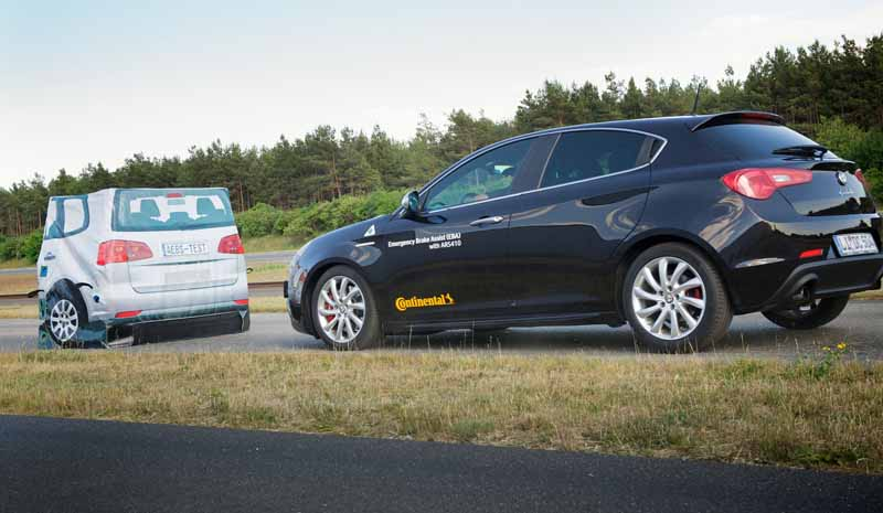 continental-tire-in-partnership-with-global-ncap-collision-prevention-awareness-campaign20150831-5