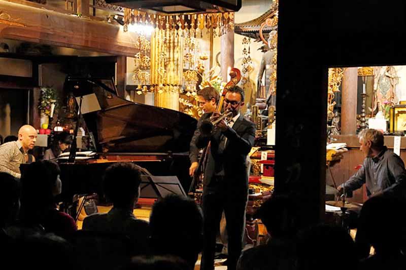 cosmo-oil-jazz-night-gyoran-ji-charity-jazz-concert-held20150818-5