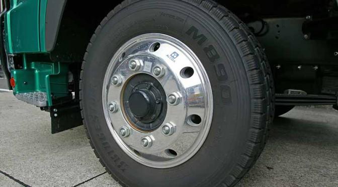 ホイール・ボルト折損による大型車の車輪脱落事故が増加