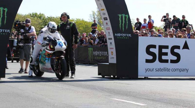 isle-of-man-tt-race-2015-consecutive-mugen-on-board-video-of-the-public-ev-racer-equipped20150813-1