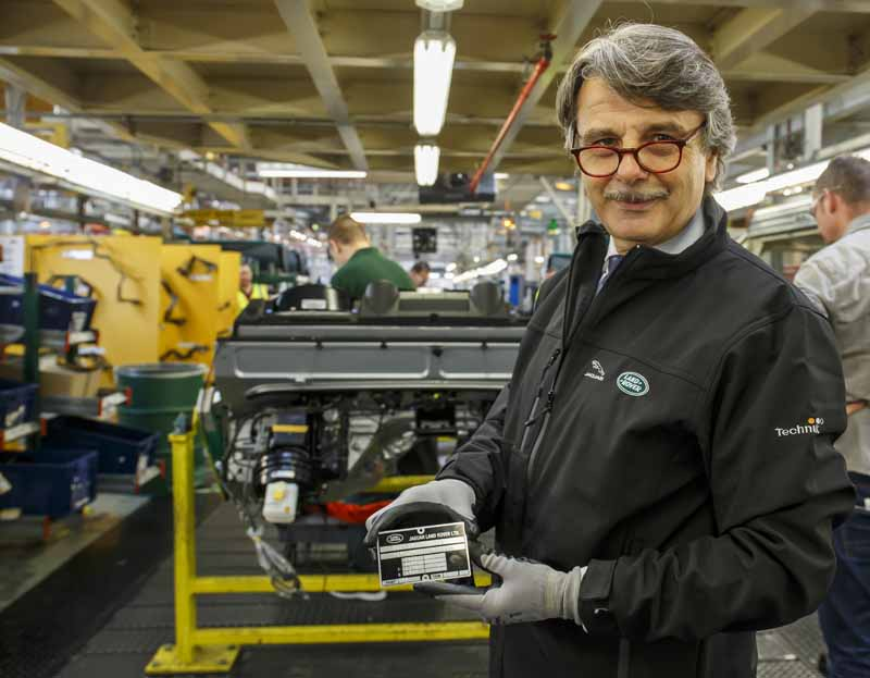 jaguar-land-rover-and-signed-a-basic-agreement-of-the-slovak-republic-the-new-plant-establishment20150804-9
