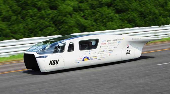 工学院大学ソーラーカープロジェクトの新車両(OWL)がテストコースを試走