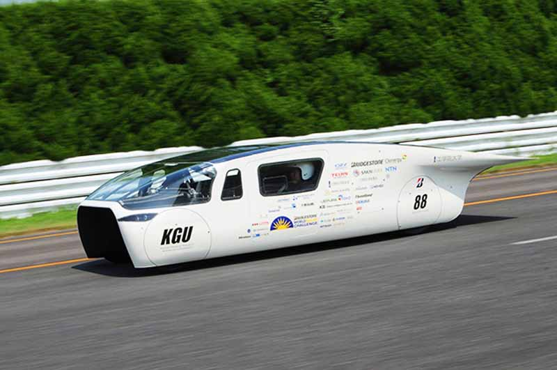 kogakuin-university-solar-car-project-of-the-new-vehicle-owl-is-test-run-on-a-test-course20150808-3