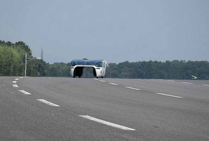 kogakuin-university-solar-car-project-of-the-new-vehicle-owl-is-test-run-on-a-test-course20150808-4
