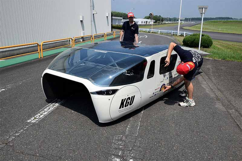 kogakuin-university-solar-car-project-of-the-new-vehicle-owl-is-test-run-on-a-test-course20150808-6