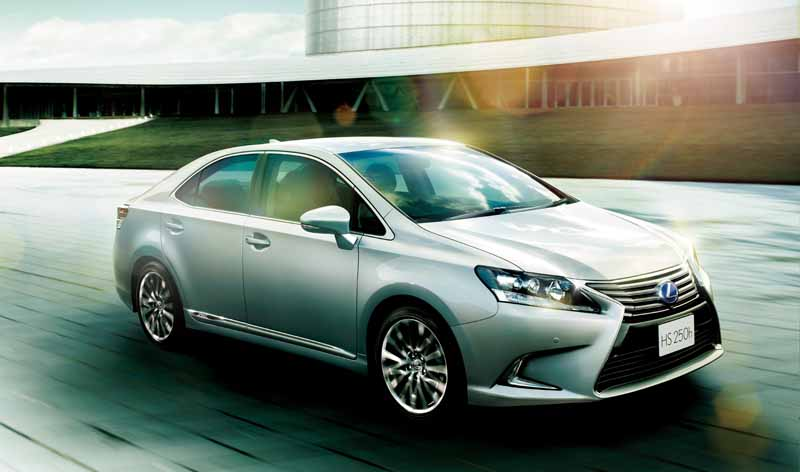 lexus-improved-some-such-as-self-repairing-painting-and-steering-gear-ratio-change-to-hs250h20150827-1