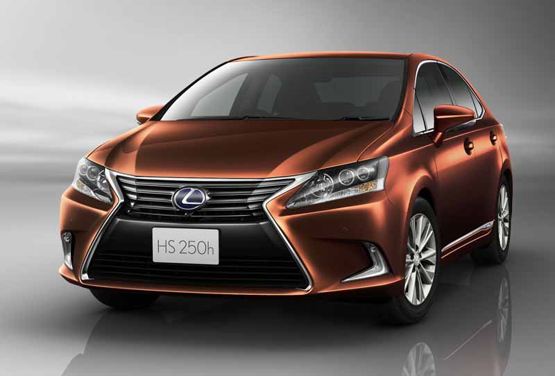 lexus-improved-some-such-as-self-repairing-painting-and-steering-gear-ratio-change-to-hs250h20150827-2