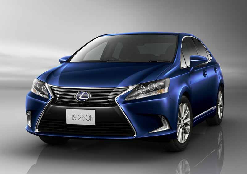 lexus-improved-some-such-as-self-repairing-painting-and-steering-gear-ratio-change-to-hs250h20150827-3
