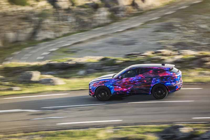 steering-performance-is-the-realization-of-jaguars-first-high-performance-crossover-f-pace-common-sense-breaking20150829-2