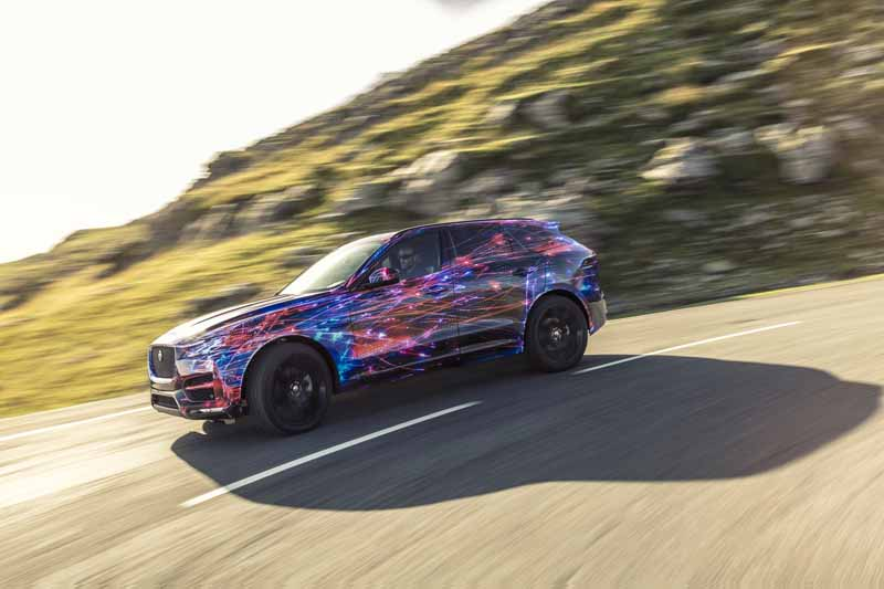 steering-performance-is-the-realization-of-jaguars-first-high-performance-crossover-f-pace-common-sense-breaking20150829-3