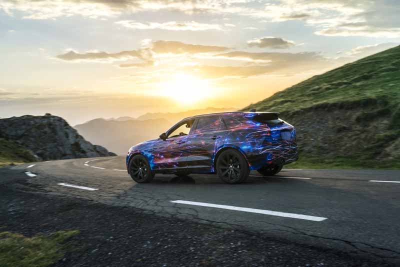 steering-performance-is-the-realization-of-jaguars-first-high-performance-crossover-f-pace-common-sense-breaking20150829-5