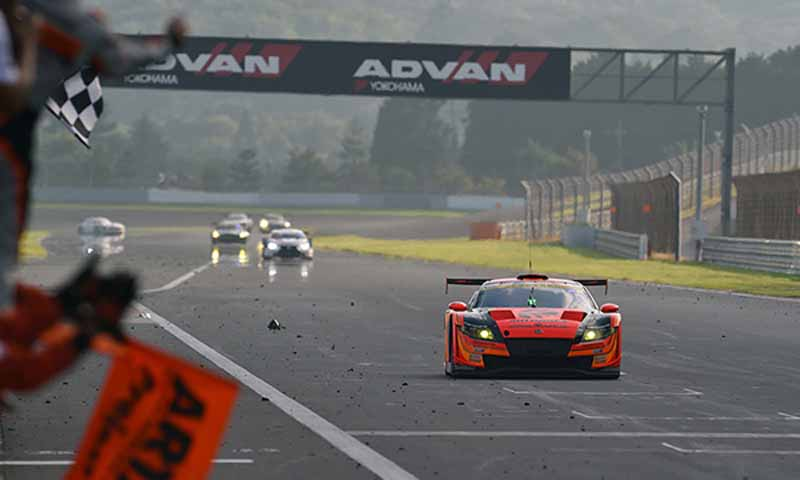 super-gt300-round-4-fuji-takagi-kobayashi-strategy-wins-also-moved-up-to-third-place-in-the-series-rank20150810-6