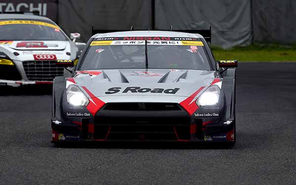 supergt-fifth-round-suzuka-motul-autech-gt-r-is-pp-acquired-in-reverse-course-record20150830-2