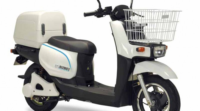 terra-motors-electric-motorcycle-bizmo2-start-introduced-in-visiting-nursing-rehabilitation-station20150811-1