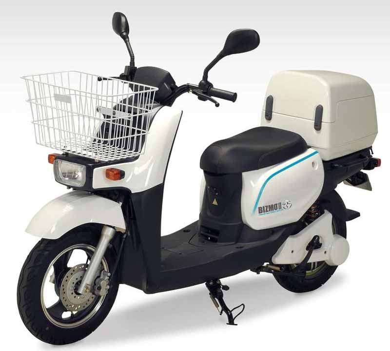 terra-motors-electric-motorcycle-bizmo2-start-introduced-in-visiting-nursing-rehabilitation-station20150811-2