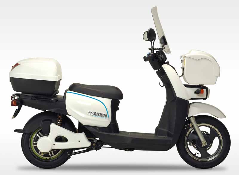 terra-motors-electric-motorcycle-bizmo2-start-introduced-in-visiting-nursing-rehabilitation-station20150811-3