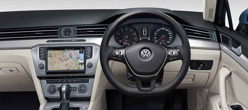 volkswagen-will-be-held-across-the-country-eight-exhibition-caravan-of-new-passat20150808-2