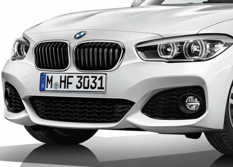 was-equipped-with-a-series-three-cylinder-engine-of-the-new-development-new-bmw-118i-announcement20150824-4