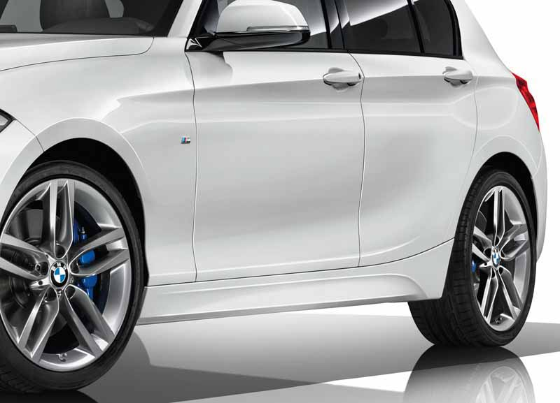 was-equipped-with-a-series-three-cylinder-engine-of-the-new-development-new-bmw-118i-announcement20150824-5