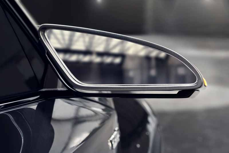 Toyota, the %22TOYOTA C-HR Concept%22 exhibition of the 5-door specifications IAA2015-2
