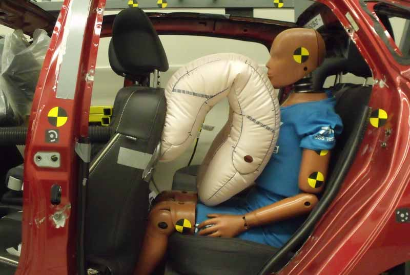adac-urge-a-re-examination-of-the-occupant-protection-function-of-the-rear-seat20150923-6