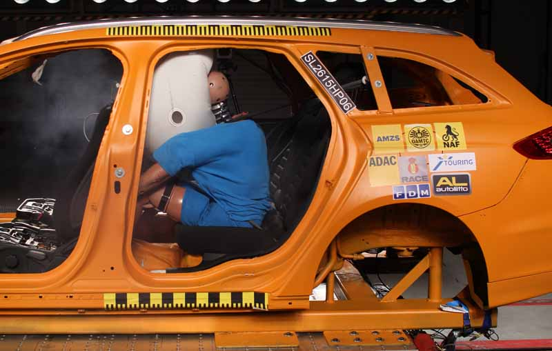 adac-urge-a-re-examination-of-the-occupant-protection-function-of-the-rear-seat20150923-7