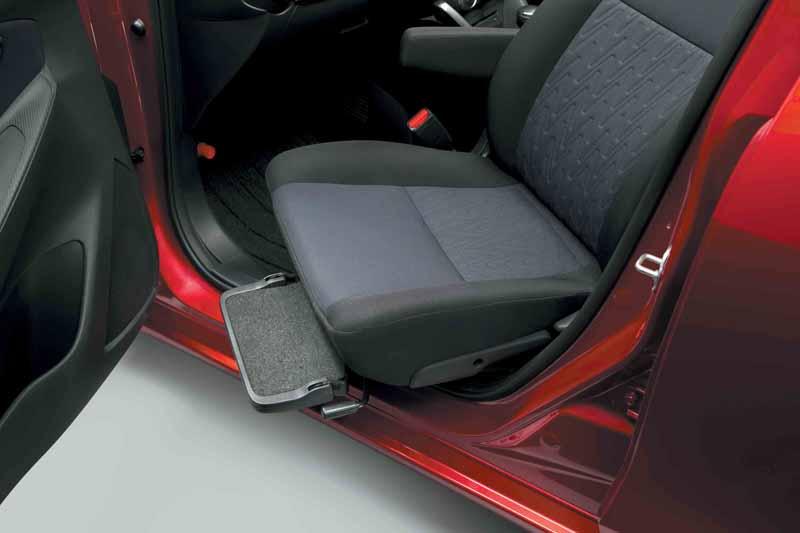 add-models-to-passenger-seat-rotation-seat-car-mazda-demio20150903-2