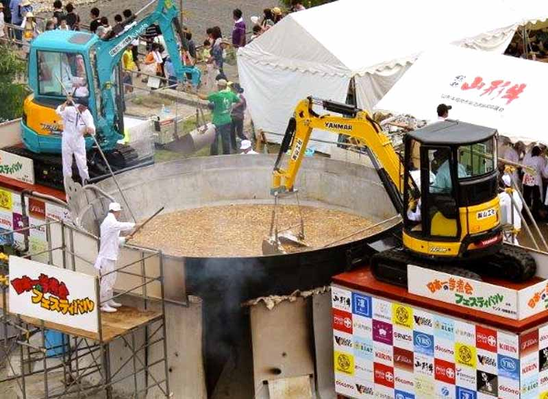 af-yamagata-the-booth-in-the-japan-of-imoni-festival-to-cook-30000-meals20150908-1