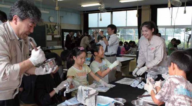 愛知製鋼、東海市内全小学校における「鉄の教室」を実施