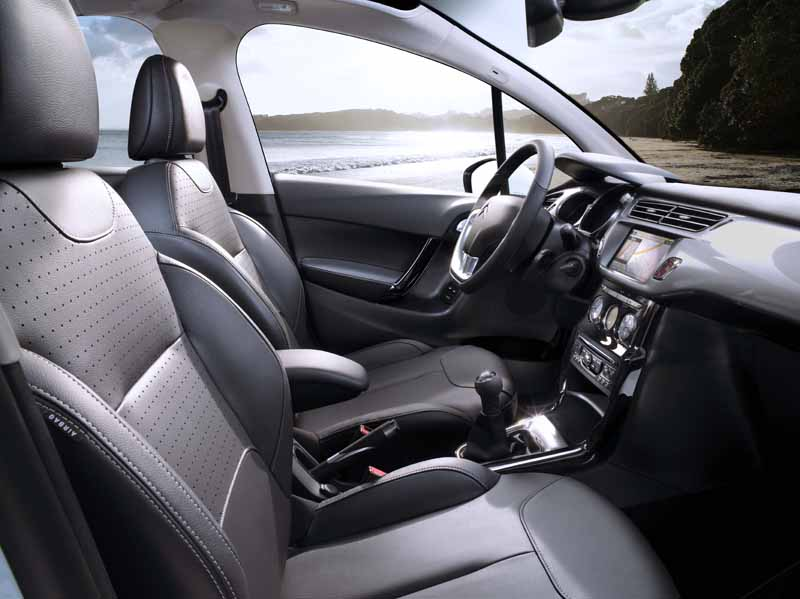 citroen-was-released-at-2-15-million-yen-a-c3-seduction-leather-leather-package20150901-2