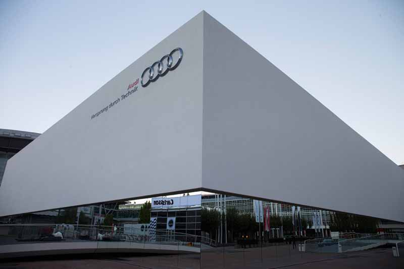 exhibited-the-new-audi-a4-to-the-frankfurt-motor-show20150910-2