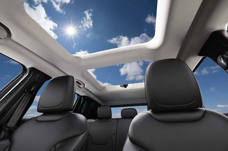 fca-japan-and-started-selling-the-jeep-renegade-renegade-crossover-suv20150902-3