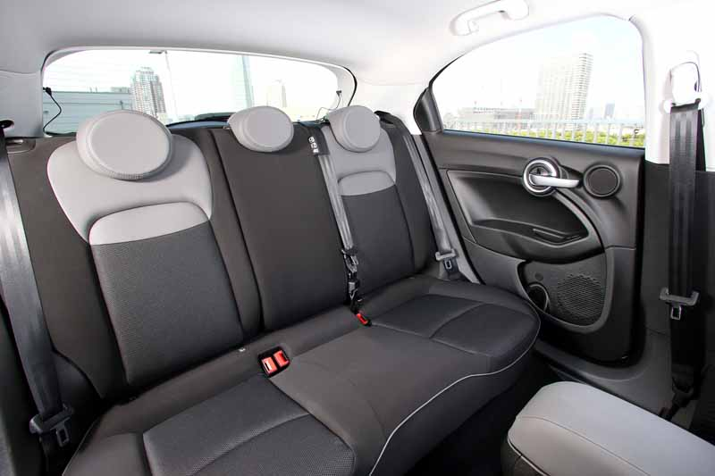 fca-japan-started-selling-the-small-suv-fiat-fiat-500x20150930-3