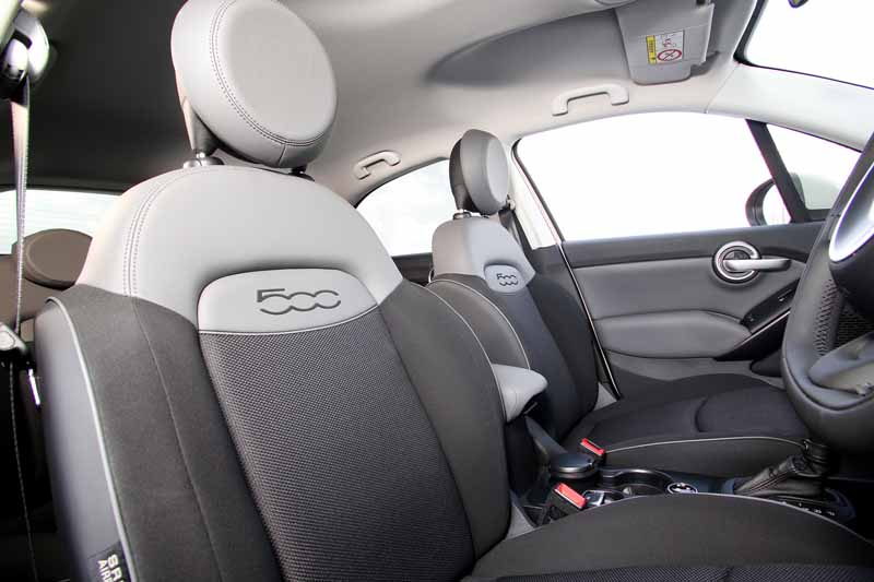 fca-japan-started-selling-the-small-suv-fiat-fiat-500x20150930-4