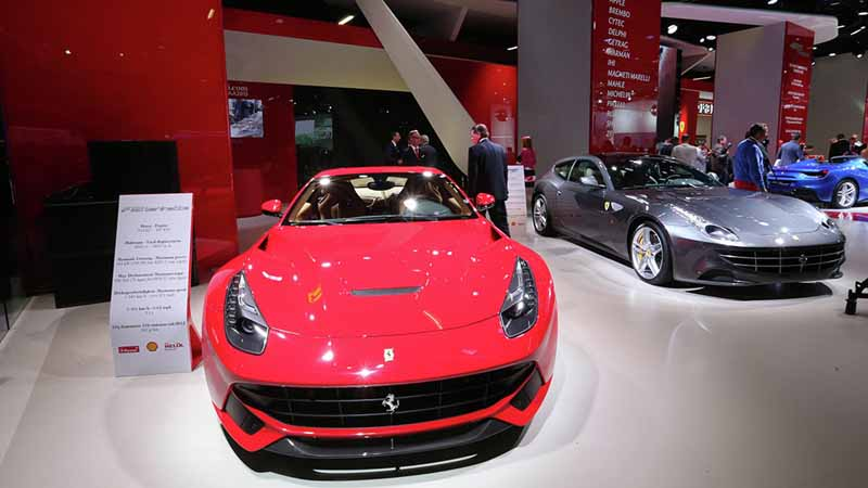 ferrari-tailor-made-california-t-exhibition-of-two-at-iaa20150918-2