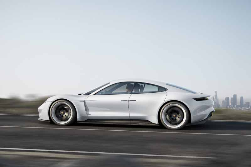 four-seater-sports-mission-e-the-birth-of-the-full-electric-drives-first-porsche20150915-3