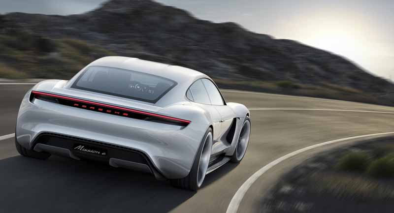 four-seater-sports-mission-e-the-birth-of-the-full-electric-drives-first-porsche20150915-4
